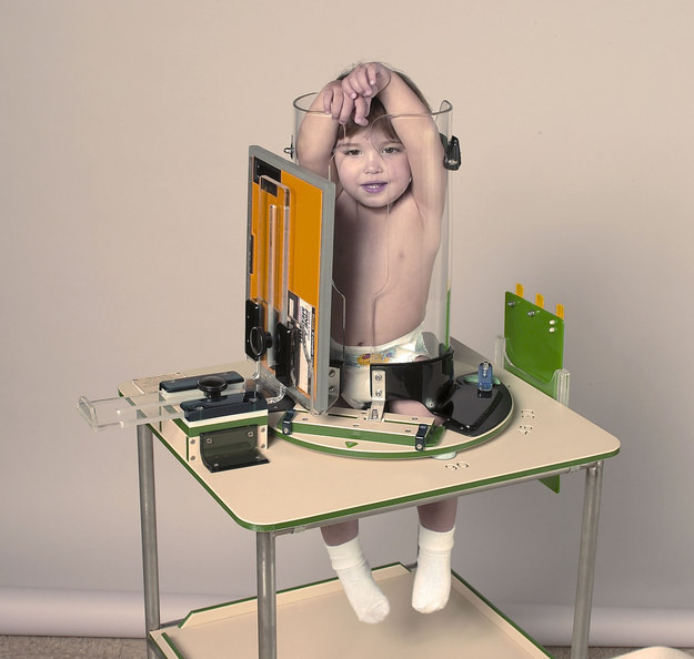 Essa máquina é usada em bebês, e é completamente bizarra! | Pikuruxo