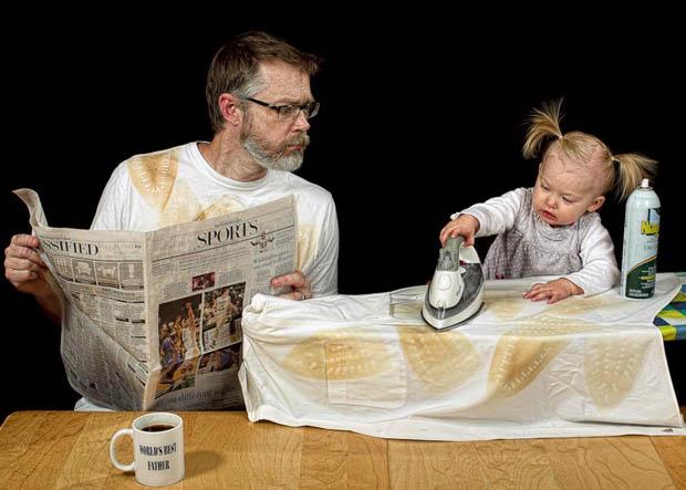 """passando roupa  com sua filha """"melhor pai do mundo"""""""