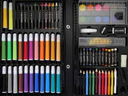 Estojo de lápis e canetinhas para colorir!