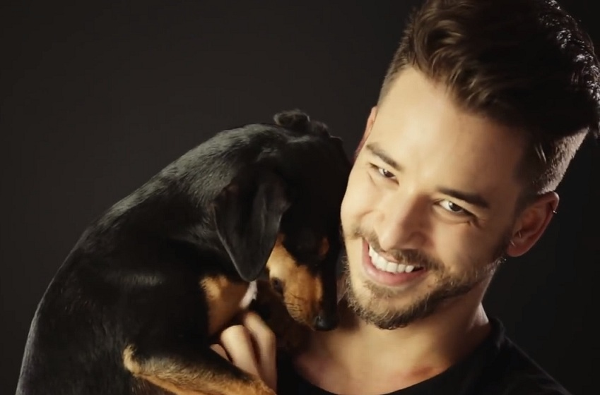 campanha Júnior Lima com cachorro.